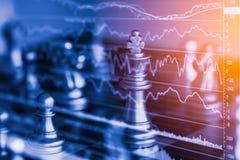 Jogo de negócio no mercado de valores de ação digital financeiro e no backgr da xadrez Imagem de Stock