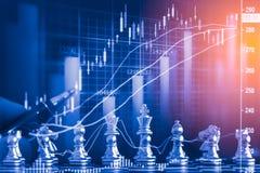 Jogo de negócio no mercado de valores de ação digital financeiro e no backgr da xadrez Imagens de Stock