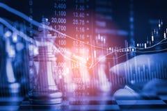 Jogo de negócio no mercado de valores de ação digital financeiro e no backgr da xadrez Fotografia de Stock Royalty Free