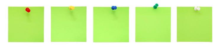 Jogo de notas pegajosas verdes com pushpins Imagem de Stock Royalty Free