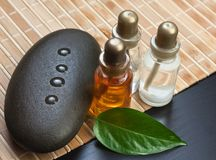 Jogo de petróleos do perfume fotografia de stock royalty free