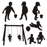 Jogo de silhuetas das crianças. Fotografia de Stock