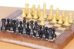 Jogo de xadrez com todas as partes na placa Fotos de Stock Royalty Free