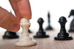 Jogo de xadrez do jogo da mulher Imagem de Stock Royalty Free