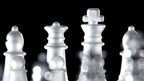 Jogo de xadrez feito do vidro vídeos de arquivo