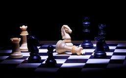 Jogo de xadrez na luz do ponto Foto de Stock