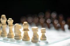 Jogo de xadrez Um movimento matar Refira a estrat?gia empresarial e o conceito competitivo imagem de stock