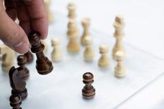 Jogo de xadrez Um movimento matar Refira a estrat?gia empresarial e o conceito competitivo fotos de stock royalty free