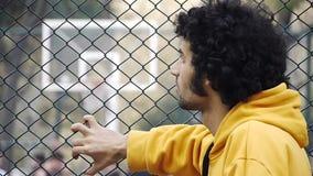 Jogo do esporte do streetball do jogo da bola do basquetebol do relógio do homem novo filme