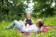 Jogo do paizinho e da filha imagens de stock
