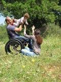 Jogo do piquenique da cadeira de rodas imagens de stock royalty free