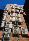 Jogo dos condicionadores em uma parede Fotografia de Stock