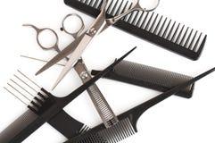 Jogo dos pentes e das tesouras, acessórios do penteado Fotos de Stock