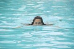 Jogo em uma piscina Imagens de Stock