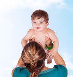 Jogo feliz da mãe com bebê Fotografia de Stock