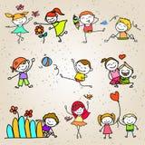Jogo feliz das crianças dos desenhos animados do desenho da mão Foto de Stock Royalty Free