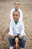 Jogo latino-americano dos meninos foto de stock royalty free