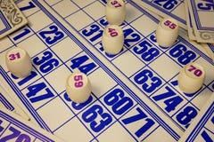 Jogo, loto, cartões, tambores com números vermelhos Imagem de Stock Royalty Free