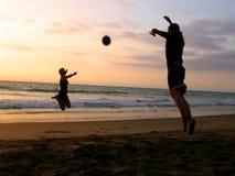 Jogo na praia Fotos de Stock