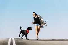 Jogo novo bonito com seu cão Imagens de Stock