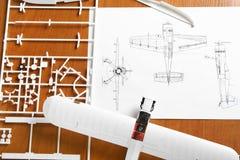 Jogo para montar o modelo plástico do avião imagem de stock royalty free
