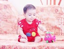 Jogo recém-nascido da menina Fotografia de Stock