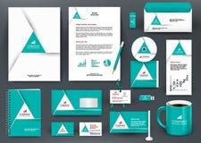 Jogo verde universal do projeto de marcagem com ferro quente do profissional com elemento do origâmi do triângulo Fotografia de Stock