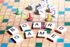 Jogos de mesa Home entertainment, jogos, lona, cubos, cones imagens de stock royalty free