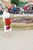 Jogos descalços de Nestinarski do partido na vila dos búlgaros, Bulgária Fotos de Stock Royalty Free