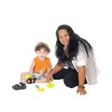 Jogos do baby-sitter com rapaz pequeno Fotos de Stock Royalty Free
