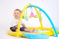Jogos do bebê com brinquedos Fotografia de Stock