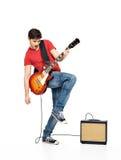 Jogos do homem do guitarrista na guitarra elétrica Fotos de Stock
