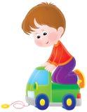 Jogos do menino com um carro do brinquedo Fotografia de Stock Royalty Free