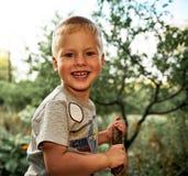 Jogos do rapaz pequeno com uma haste Imagens de Stock Royalty Free