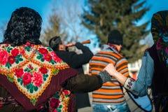 Jogos e danças durante o fest dos Mummers em Bulgária Fotografia de Stock