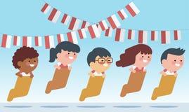 Jogos especiais tradicionais durante o Dia da Independência, crianças de Indonésia que competem o saco interno ilustração do vetor