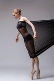 Jogos magros do dançarino com tela de malha preta Imagens de Stock
