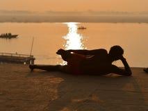 Jogowie w India w mieście Varanasi bulwar Ganges 2016 fotografia royalty free