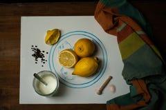 Jogurt cytryny opatrunek fotografia stock