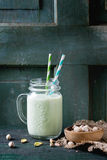 Jogurt mit Pistazien Lizenzfreies Stockbild