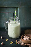 Jogurt mit Pistazien Lizenzfreies Stockfoto