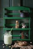 Jogurt mit Pistazien Stockfotografie
