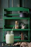 Jogurt mit Pistazien Stockbild