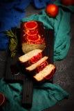 Jogurt-Mohn-Frühstückskuchen der Blutorange griechischer Selektiver Fokus Lizenzfreie Stockbilder
