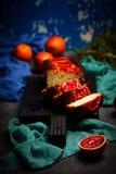 Jogurt-Mohn-Frühstückskuchen der Blutorange griechischer Selektiver Fokus Stockfoto