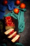 Jogurt-Mohn-Frühstückskuchen der Blutorange griechischer Selektiver Fokus Stockfotografie