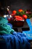 Jogurt-Mohn-Frühstückskuchen der Blutorange griechischer Selektiver Fokus Stockbilder