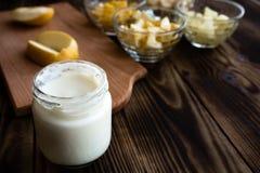 Jogurt rżniętych owoc pomarańczowy bananowy ananasowy jabłko Fotografia Stock