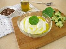 Jogurt z flaxseed olejem Zdjęcia Royalty Free