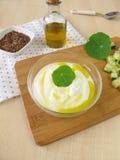 Jogurt z flaxseed olejem Zdjęcia Stock